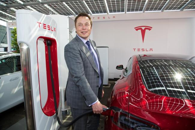 first-rhd-tesla-model-s-vehicles-delivered-to-uk-customers-82281_1